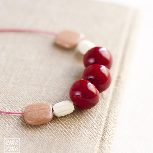 Necklace,extra long,Red,white,dawanda,etsy,resin,beads,wood,squares,collar,largo,cuentas,resina,rojo,blanco,madera,cuadrado,cordon,algodon,cotton,cord,fucsia,fuchsia