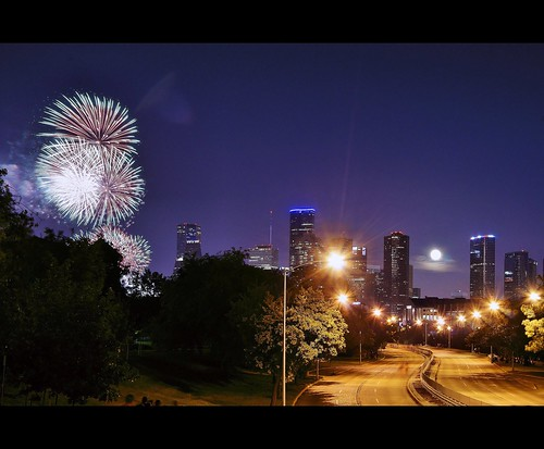 street city nightphotography trees windows light urban building tower skyline buildings observation geotagged edificios downtown texas shadows view fireworks tx trails skylines 4th july houston sombra celebration bayou moonrise jp chase lighttrails morgan 4thofjuly parallel heritagebuilding highrises 2012 houstonskyline jpmorgan allenpark architectureofdensity penzoilplace jpmorganchasetowerobservationdeck houstoncityview