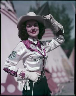 Queen's attendant in costume at the Calgary Stampede / Une demoiselle de la Reine en costume au Stampede de Calgary