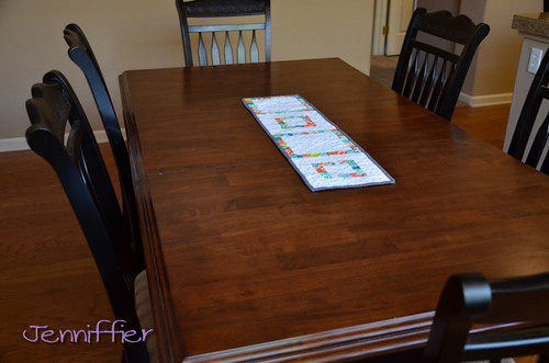 "Modern ""string"" log cabin table runner."