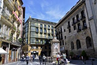 http://hojeconhecemos.blogspot.com/2012/07/do-plaza-de-santiago-bilbao-espanha.html