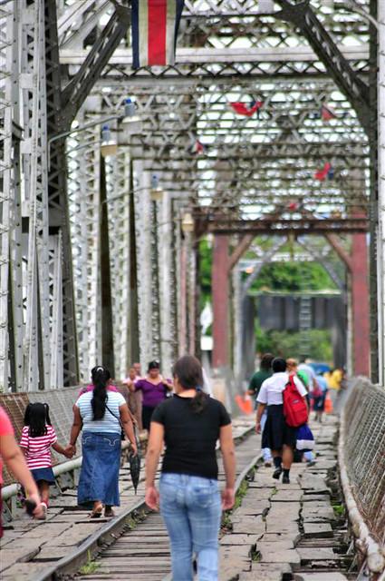 paso fronterizo con Costa Rica: Diariamente, la frontera entre Costa Rica y Panamá es cruzada por familias, escolares, etc... que no ví que pasasen por aduanas, ... debe hablar algún acuerdo o documento para éste tipo de personas. paso fronterizo con costa rica - 7598293498 34a80714bb z - Panamá, paso fronterizo con Costa Rica