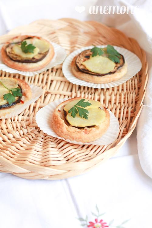 Crostatine di sfoglia con melanzane e patate