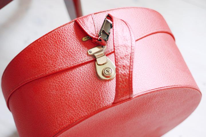 red hatbox b