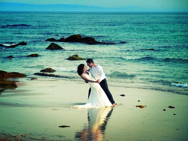 Beach Wedding by Roberto Carlos Pecino Martinez