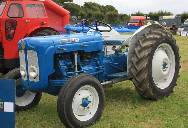 Ford Dexta Tractor Information : Fordson dexta tractor flickr photo sharing