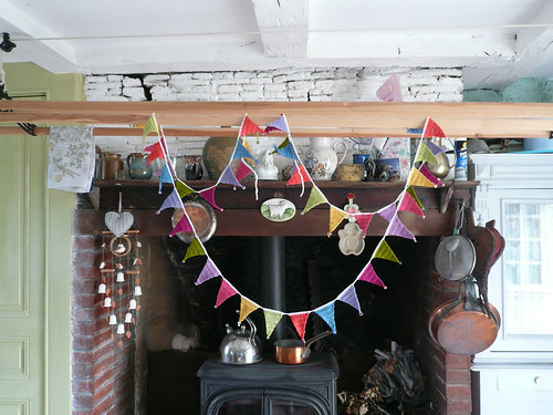 Beaded bunting in kitchen 4