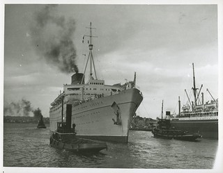 RMS CARONIA berthing at Woloomooloo, Sydney Harbour