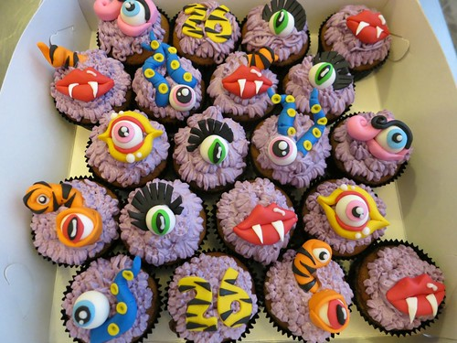 Monster Cupcakes by CAKE Amsterdam - Cakes by ZOBOT