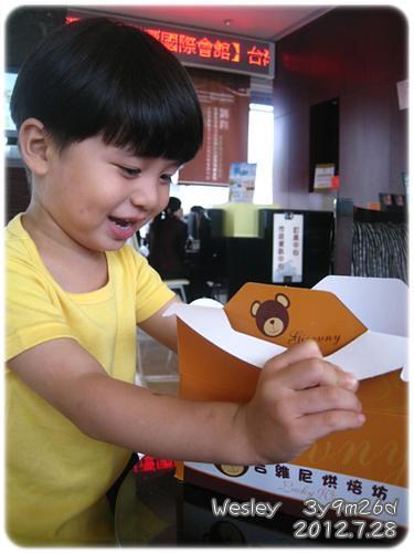 120728-禮物是一盒麵包