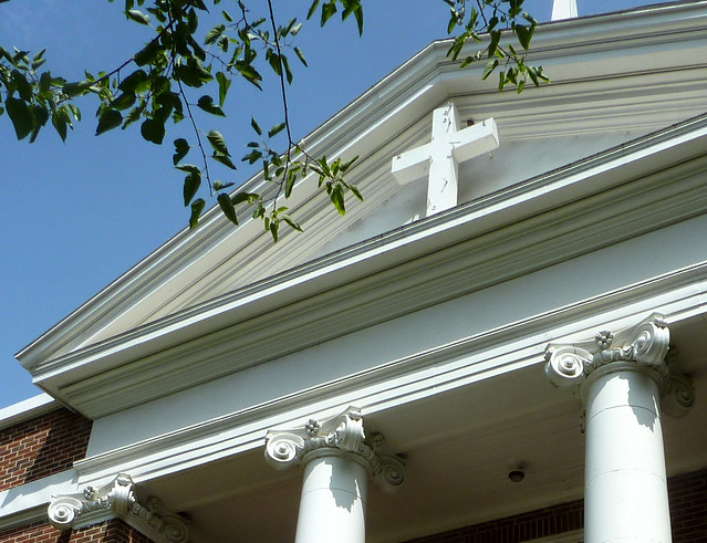 P1100169-2012-07-13-Lizzie-Chapel-Baptist-Church-Inman-Park-Atlanta-Sanctuary-columns-in-antis-gable-pediment-detail