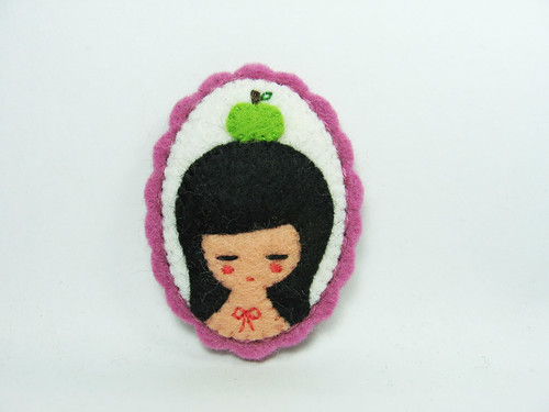Snow White felt brooch