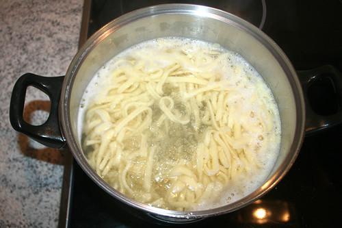 10 - Spätzle kochen / Cook spaetzle