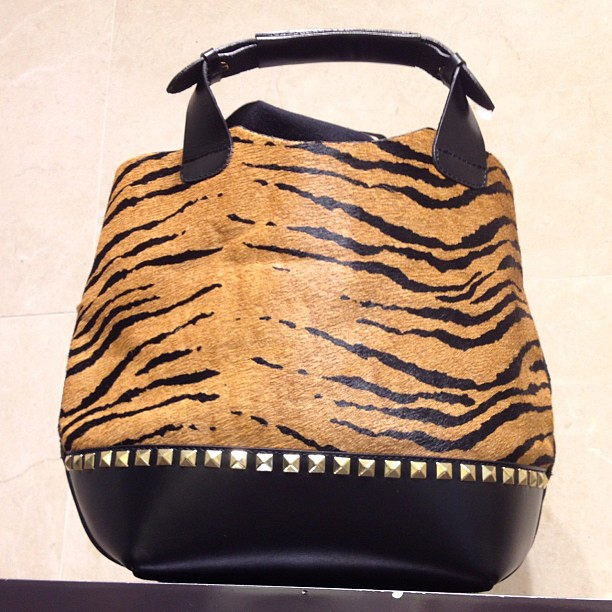 Loving this @zara #tigerprint purse