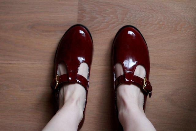 burgundy shoes1