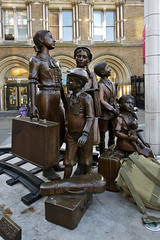 Liverpool Street Station, The Family Statue