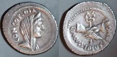 RRC 494/41 L.MVSSIDIVS LONGVS Mussidia Denarius. Concord, Clasped hands caduceus. Rome 42BC.