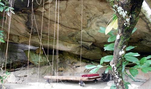 מערה בשמורה שבה נמצא המנזר. משמשת את אחד הנזירים למגורים ומדיטציה