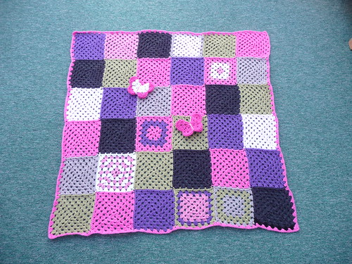 A beautiful Granny Square blanket in wonderful colour combinations!