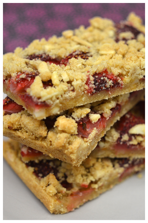 strawberry crumble slice© by Haalo