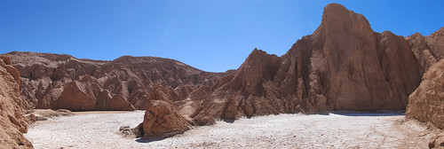 Le désert d'Atacama: un mini salar à l'entrée de la Vallée de la Mort