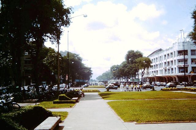 VIETNAM 1962-64 - Thương xá TAX - Công viên Đống Đa trước Tòa Đô Chánh