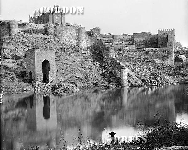 Baño de la Cava  de Toledo hacia 1875-80. © Léon et Lévy / Cordon Press - Roger-Viollet