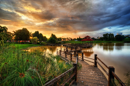 bridge sunset lake beautiful landscape photography malaysia zigzag hdr highdynamicrange selangor shahalam tasik photomatix westernpark jambatan 9exp matahariterbenam setiaalam nikond3 tamanrekreasi shamsulhidayatomar