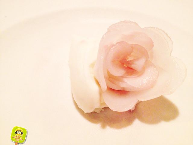 Atera- white rose