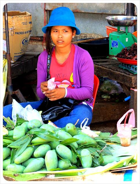 battambang market mango vendor