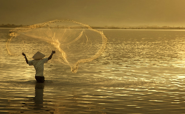 9879 Casting net at break of dawn--Phan Rang , Vietnam
