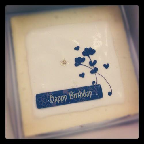 Thxxx dear, 今年第一個切的蛋糕!