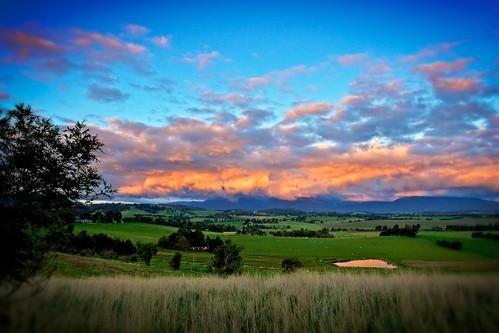 light sunset nature weather rural landscape countryside australia melbourne healesville victoria yarravalley yarraranges maroondah skyporn