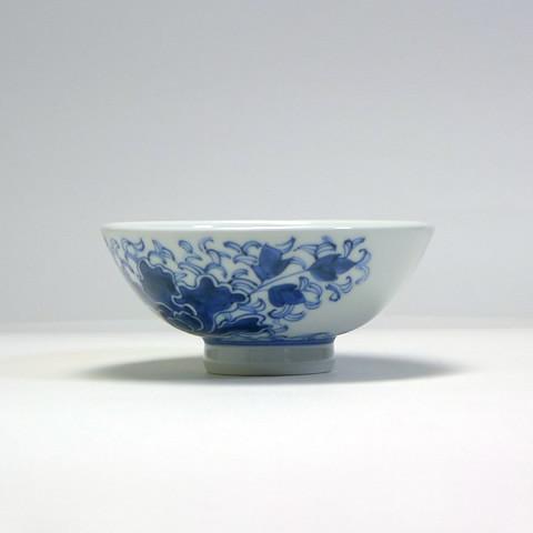 砥部焼 陽貴窯「丸茶碗/牡丹線唐草(小)」