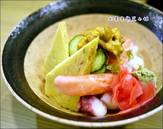 7 海膽鮭魚丼