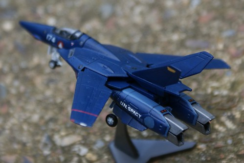 "F-toys 1/144 - Macross VF-1J Valkyrie - ""Dark Bird"" - 3"