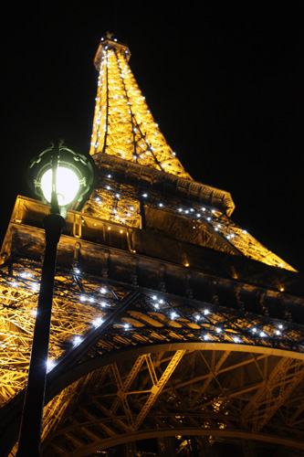 Eiffel-Tower_twinkly-lights
