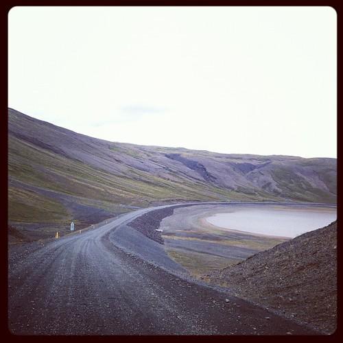 Bajada al lago Sandkluftavatn desde Pingvellir #iceland #islandia #tripiniceland