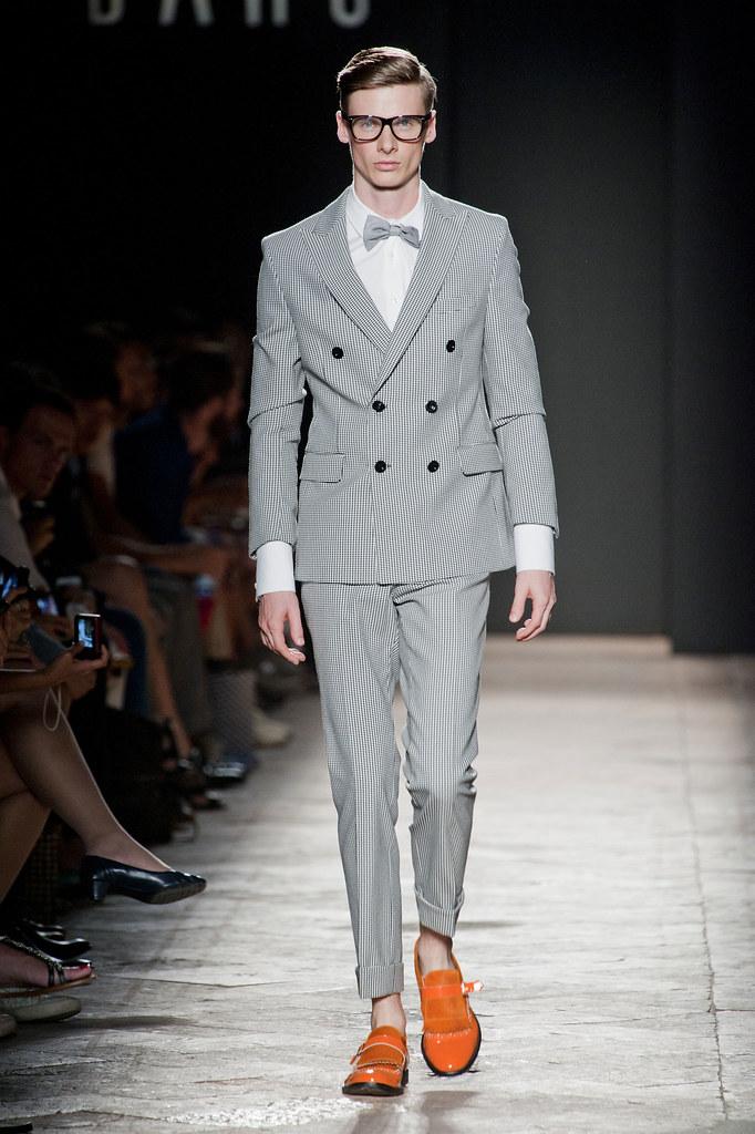 Angus Low3059_SS13 Milan Daks(fashionising.com)
