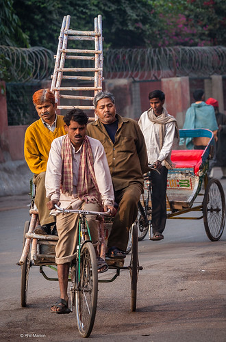 Rickshaw with passengers and ladder- New Delhi, India | by Phil Marion