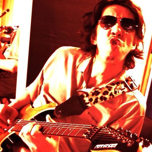 情熱と炎のギタリスト・エリー谷口が「今度の日曜日、南青山で待ってるぜ!」と申しておりますw