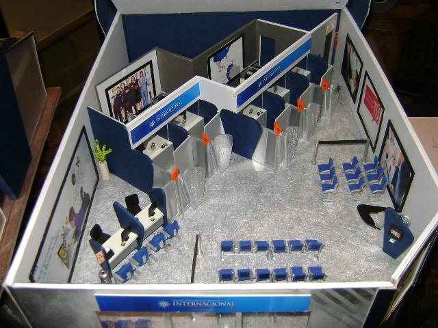 Vista interior de la maqueta del banco internacional for Banco internacional