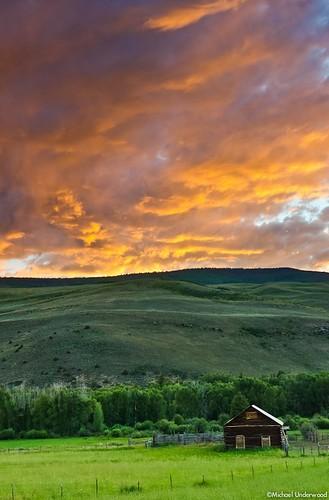 sunset summer mountains barn colorado historic crestedbutte gunnison gunnisoncounty