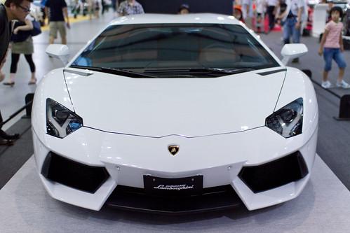 Lamborghini_Avantador_02