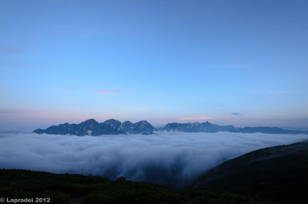 20120730 雲海に浮かぶ槍・穂高連峰