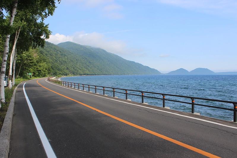 支笏湖湖畔の道