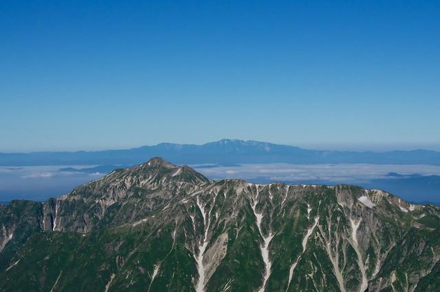 槍ヶ岳山頂から笠ヶ岳と白山眺望