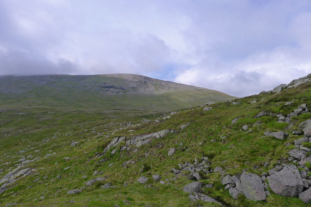 Approaching Loch nan Stuirteag