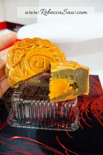 hilton PJ - mooncakes from Toh Yuen