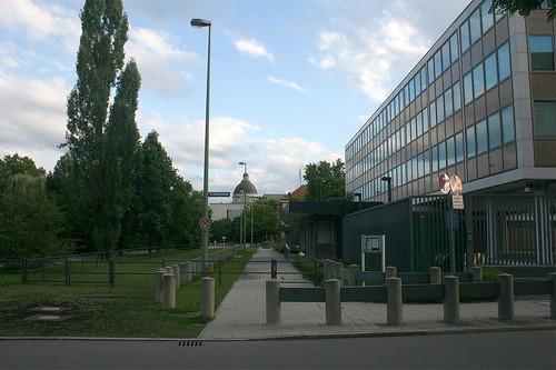 Am Amerikanischen Generalkonsulat - Königinstraße